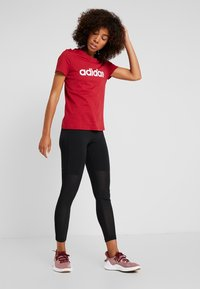 adidas Performance - ESSENTIALS SPORTS SLIM SHORT SLEEVE TEE - Printtipaita - active maroon/white - 1