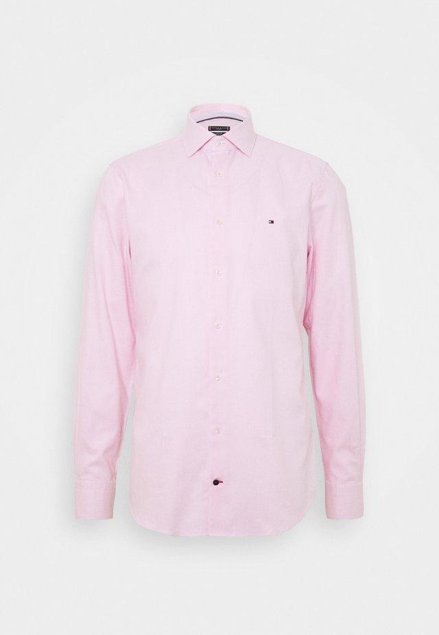 DOBBY CLASSIC SLIM FIT SHIRT - Formal shirt - pink