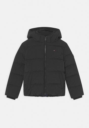 ESSENTIAL PADDED - Zimní bunda - black