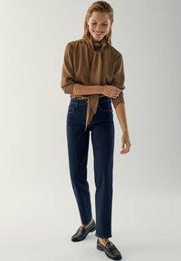 Massimo Dutti - MIT HALBHOHEM BUND - Slim fit jeans - dark blue - 6