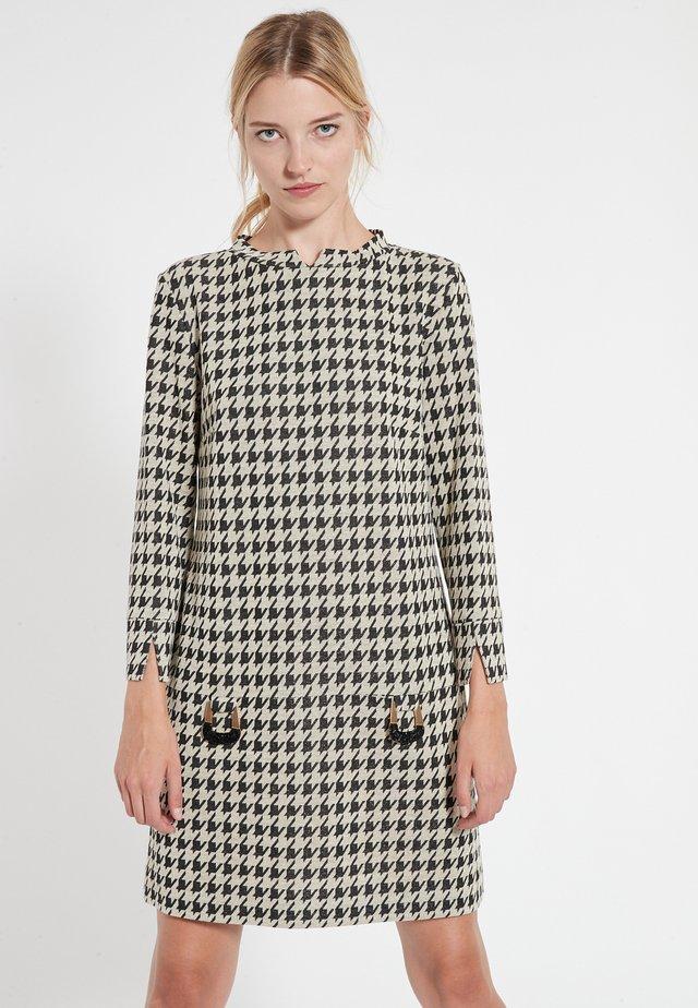 Jumper dress - schwarz-weiß
