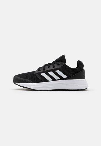 GALAXY 5 - Neutrale løbesko - core black/footwear white/grey six