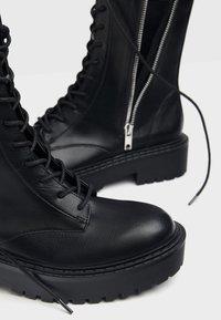 Bershka - Kotníkové boty na platformě - black - 6