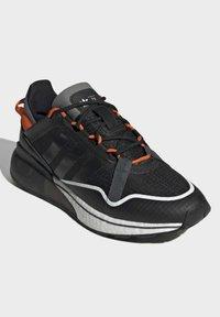 adidas Originals - ZX 2K BOOST PURE - Zapatillas - core black grey six orange - 1