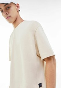 Bershka - Basic T-shirt - light grey - 7