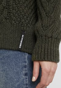 Superdry - DALLAS CHUNKY CABLE - Jumper - army khaki - 4