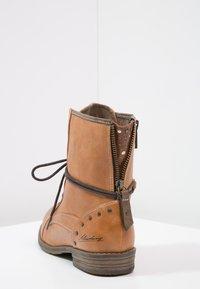 Mustang - Šněrovací kotníkové boty - cognac - 4