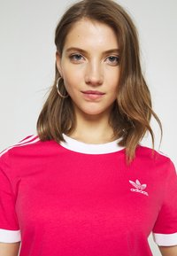 adidas Originals - Print T-shirt - power pink/white - 5