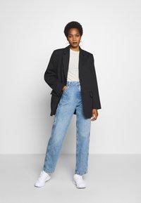 Tommy Jeans - HIGH RISE CARPENTER - Relaxed fit -farkut - light-blue denim - 1