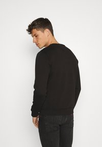 Tommy Hilfiger - STACKED FLAG CREWNECK - Sweatshirt - black - 2
