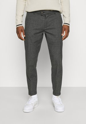ERCAN CROPPED PANTS - Chinos - black grey