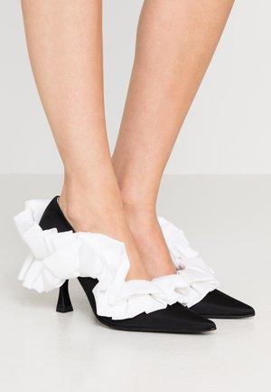 High heels - black/white