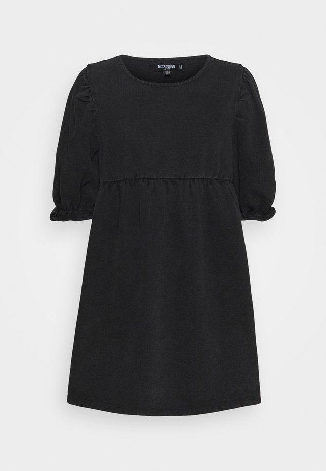 TRAPEZE MINI DRESS WITH BALLOON SLEEVES - Denimové šaty - black