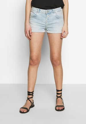 JUDIE - Jeans Short / cowboy shorts - light-blue denim