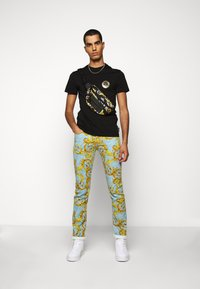 Versace Jeans Couture - T-shirt con stampa - black - 1