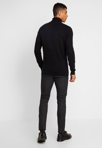 Jack & Jones - JJIMARCO JJCHARLES CHECK  - Pantaloni - black - 2