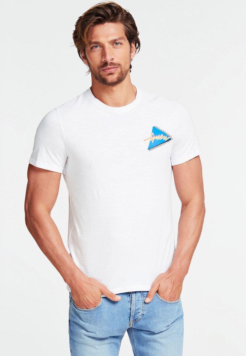 Guess - T-shirt z nadrukiem - white