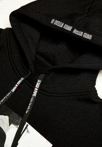 PULL&BEAR - LA CASA DE PAPEL - Bluza z kapturem - black - 3