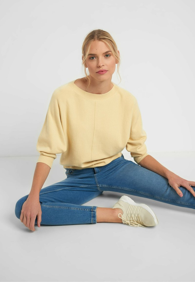 ORSAY - Jumper - pale yellow