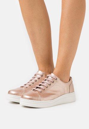RUNNER UP - Trainers - medium pink