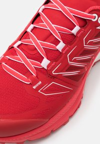 La Sportiva - JACKAL WOMAN GTX - Trail running shoes - grape/hibiscus - 3