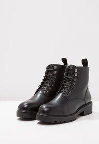 Vagabond - KENOVA - Kotníkové boty na platformě - black - 3