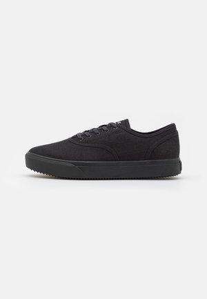 AUGUST UNISEX - Sneakers - triple black