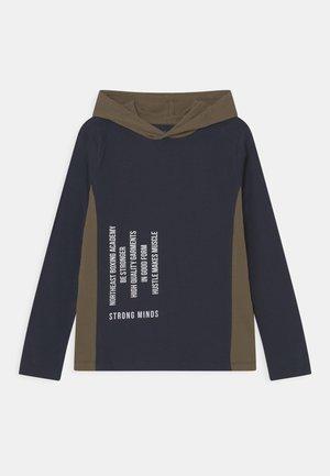 NKMNANBO HOOD - Long sleeved top - dark sapphire