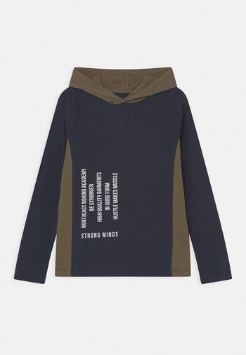 NKMNANBO HOOD - Maglietta a manica lunga - dark sapphire
