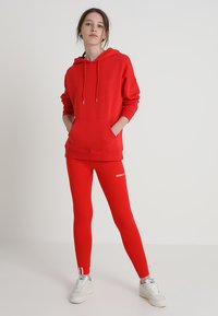 adidas Originals - COEEZE TIGHT - Legíny - active red - 1