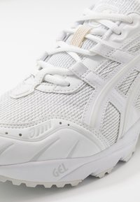ASICS SportStyle - GEL-1090 UNISEX - Trainers - white - 5