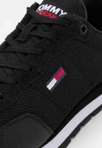 Tommy Jeans - LIFESTYLE MIX RUNNER - Sneakers laag - black - 5
