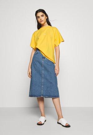 BROOKLYN EXCLUSIVE - Print T-shirt - yolk yellow