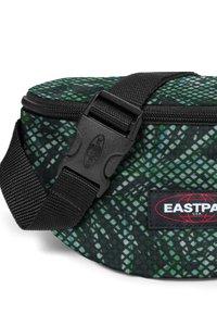 Eastpak - SPRINGER - Bum bag - green/dark green - 3