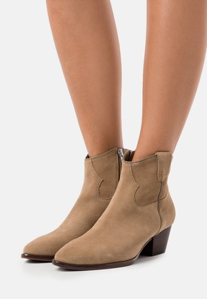 HOUSTON - Cowboy/biker ankle boot - beige