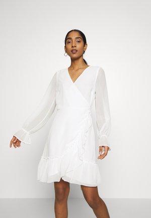 JULIANNA WRAP DRESS - Denní šaty - offwhite