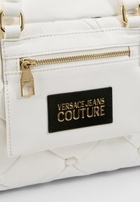 Versace Jeans Couture - COUCH HANDBAG - Torebka - bianco ottico - 6