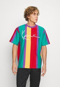 Karl Kani - SIGNATURE STRIPE TEE UNISEX - Print T-shirt - purple - 0