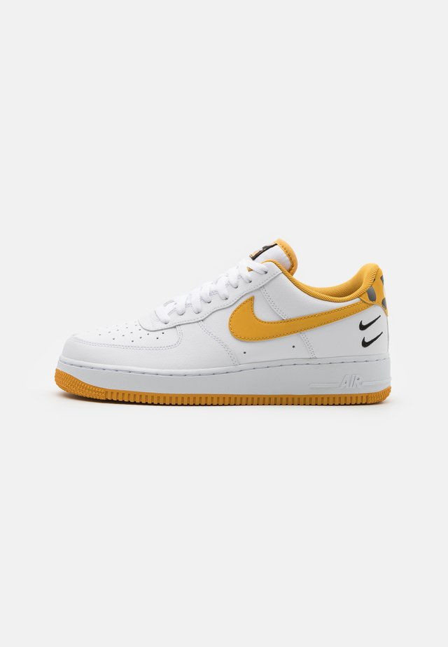 AIR FORCE 1 '07 - Sneakersy niskie - white/light ginger/black