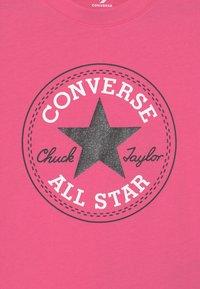 Converse - CHUCK PATCH  - T-shirt z nadrukiem - mod pink - 2