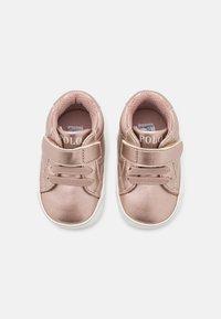 Polo Ralph Lauren - THERON LAYETTE - Babyschoenen - rose metallic/paperwhite - 3