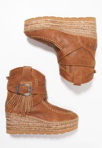 Vidorreta - DAKOTA - Wedge Ankle Boots - camel - 3
