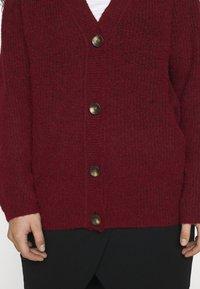 Vero Moda Curve - VMDAISY BUTTON CARDIGAN - Cardigan - cabernet melange - 6