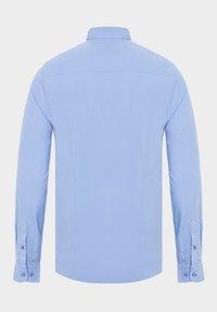 Auden Cavill - Shirt - light blue - 4
