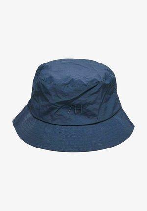 Chapeau - navy blazer