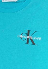 Calvin Klein Jeans - CHEST MONOGRAM UNISEX - Printtipaita - bright sky - 2