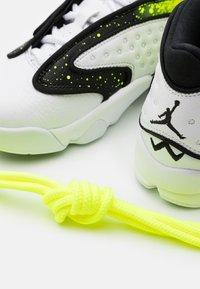 Jordan - AIR - Zapatillas - white/black/volt - 5