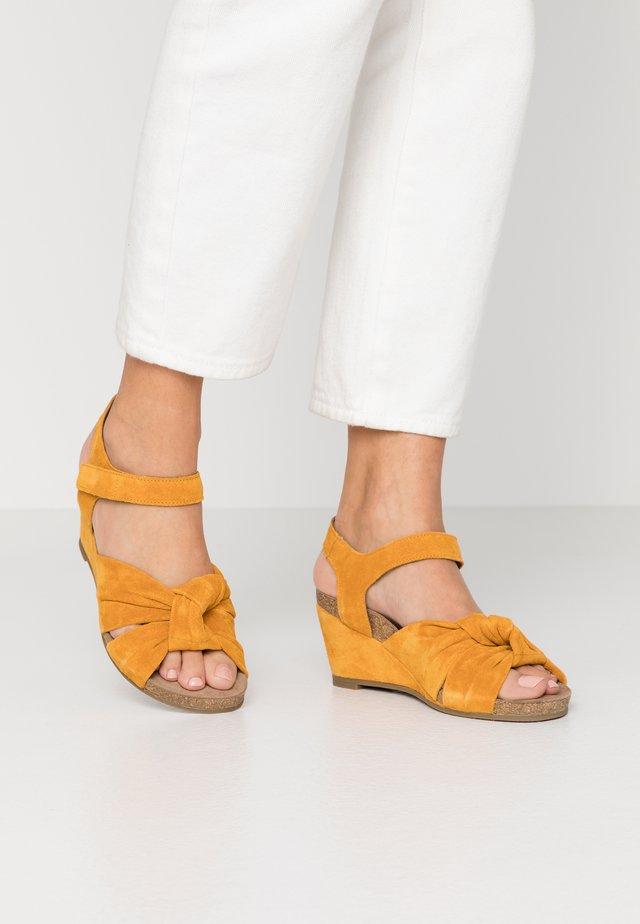 Sandaler m/ kilehæl - sun