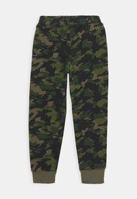 Nike Sportswear - CRAYON CAMO - Tracksuit bottoms - medium olive/camelia - 1