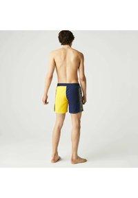 Lacoste - BAIN HOMME - Swimming shorts - bleu / vert kaki / jaune - 1